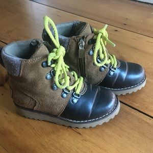 Boys UGG brand leather hiker boots size 10! EUC